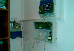 Установка охранной сигнализации (фото 2)