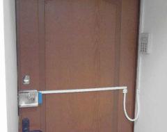 Установка накладных электромеханических замков контроля доступа (фото 2)