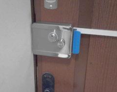Установка накладных электромеханических замков контроля доступа (фото 1)